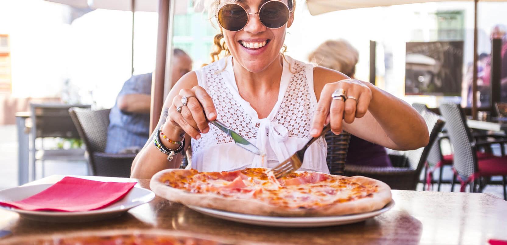 PIZZA È SINONIMO DI FELICITÀ